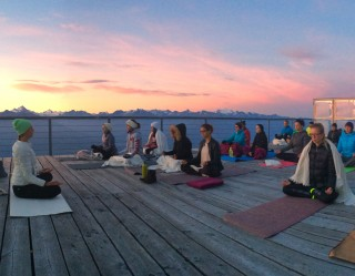 yoga-sunrise-640407